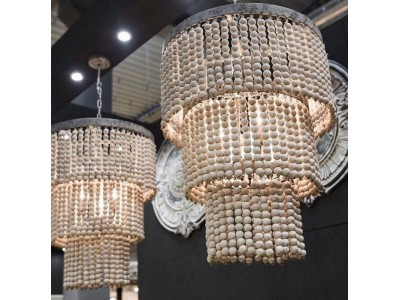 Lampa sufitowa z drewnianych koralików